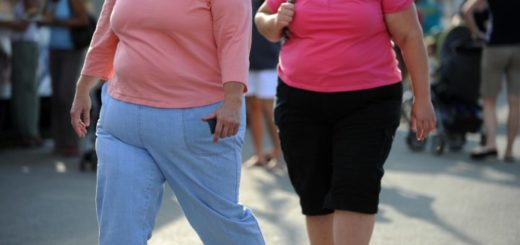 Walking Shoes for Overweight Women Featured Image